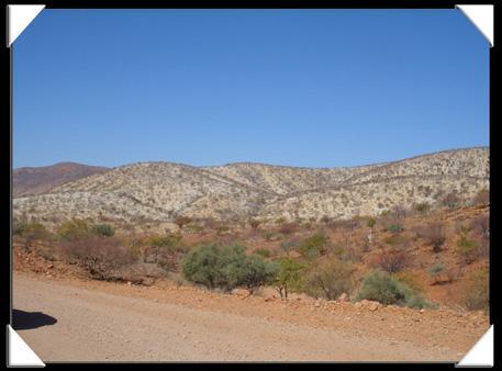 Belles collines entre Opuwo et Epupa